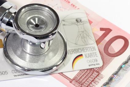 Gesundheitspolitik - Geld und Krankenkassenkarte